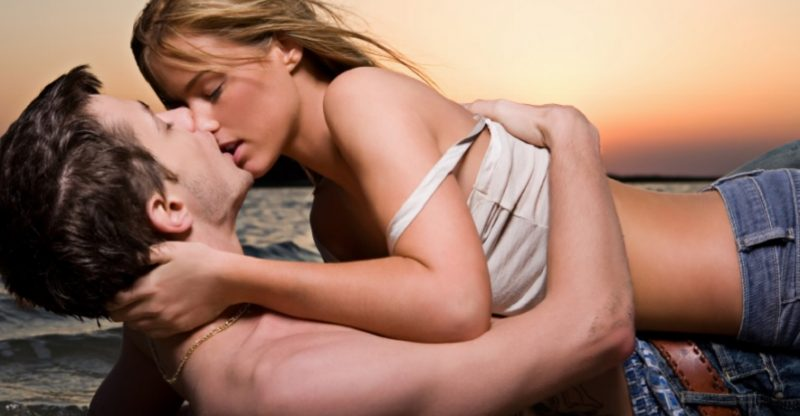 Hot women kissing men